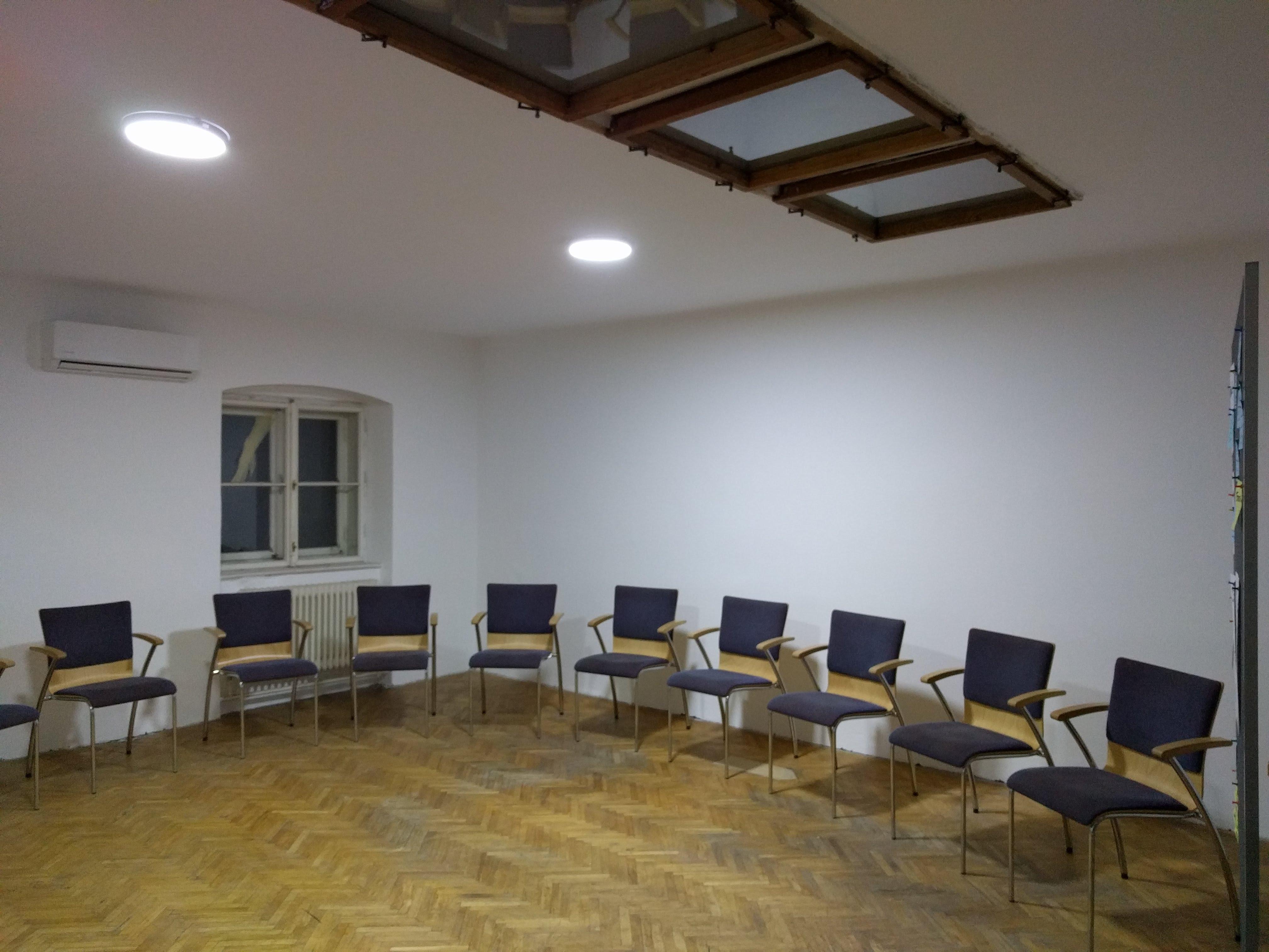 SeminarraumGroß_Sesselkreis4
