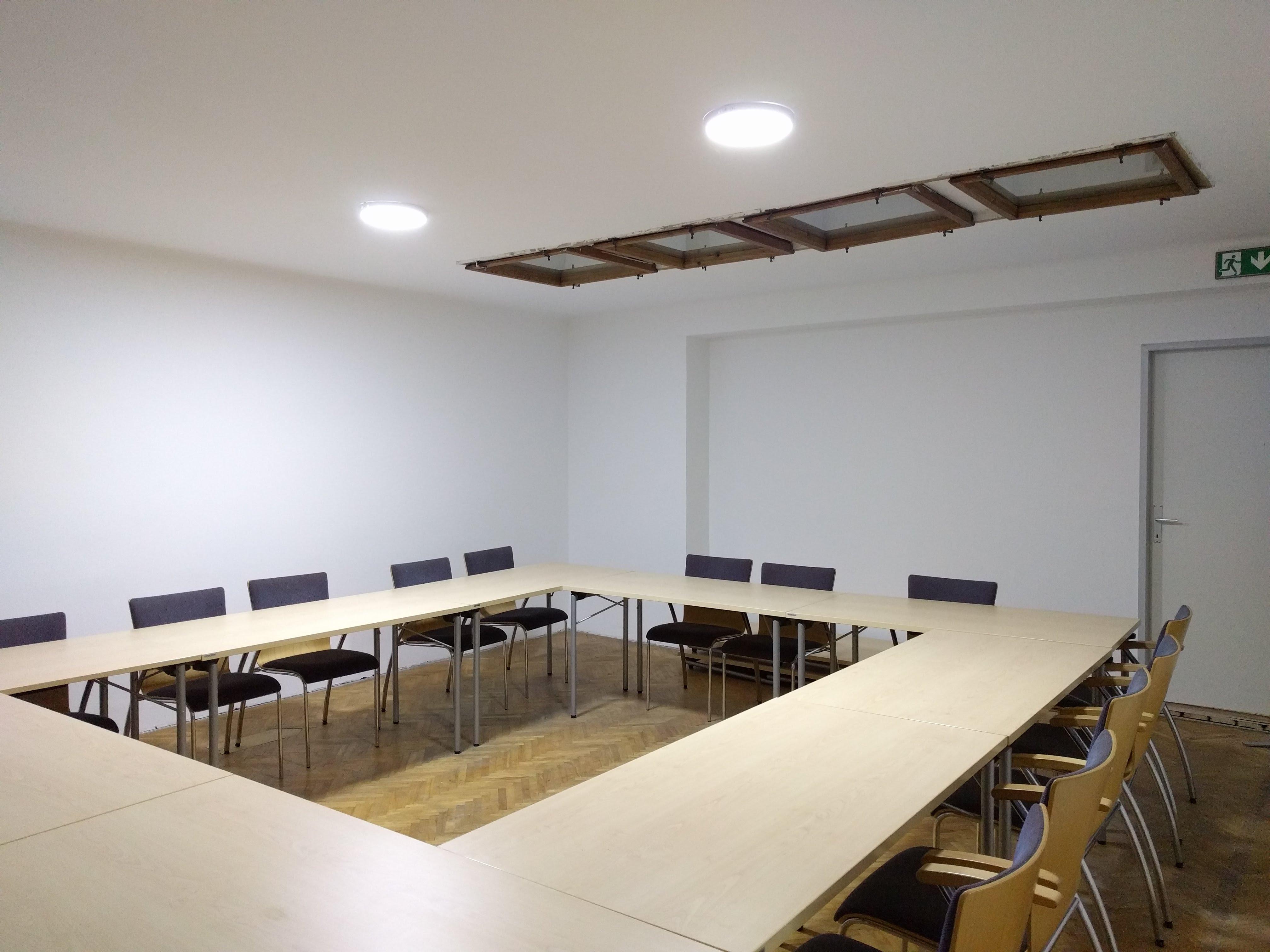 SeminarraumGroß_TischeO_3