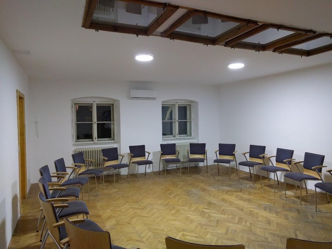 SeminarraumGroß_Sesselkreis