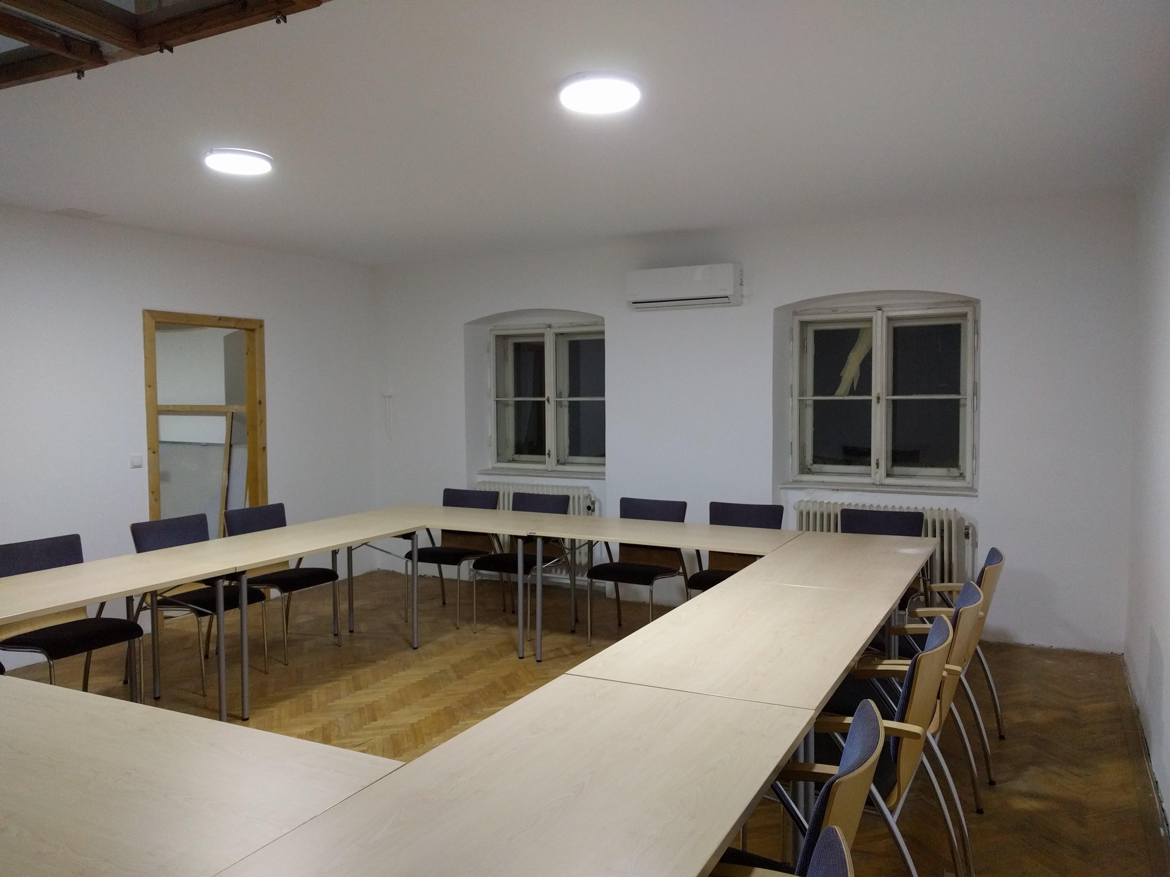 SeminarraumGroß_TischeO_1